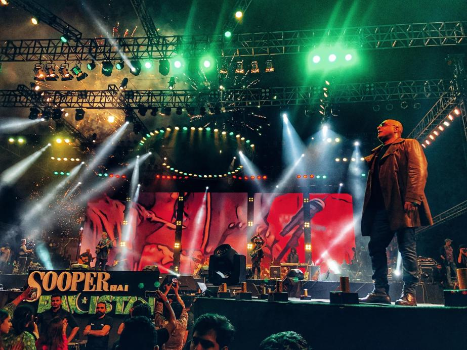 SooperJunoon - Ali Azmat on the stage(1)